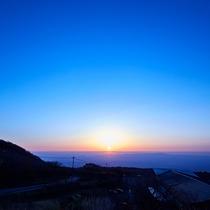 那須高原から望む朝日