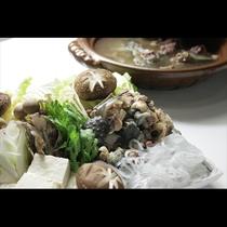 プルプルっとした食感で滋養に富む「すっぽん鍋」もご用意。めずらしい鍋料理を味わいたい方におすすめ。