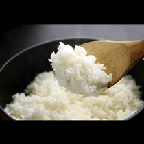 メニューにはすべて特産米「つや姫」を使用。土鍋でふっくらと炊き来上げたお米は甘味と粘り気が自慢です。