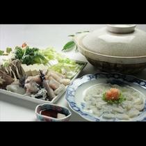 新鮮なふぐ鍋もご用意しています。冬景色を見ながら囲む贅沢なふぐ鍋は旅のよい思い出になることでしょう。