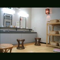 赤津温泉は弱アルカリ塩泉質の美人湯として有名です。ツルッツルの湯上がりたまご肌を実感してみて下さい。