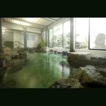 源泉100%掛け流しの湯を湛えた岩風呂:大理石風呂。(男女時間交代制)