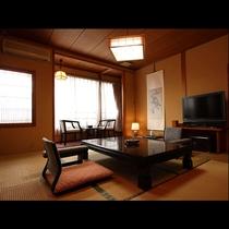ほっと落ち着く色調でレトロな風情にあふれるお部屋では、身も心もリラックスして積もる話に花が咲きます。