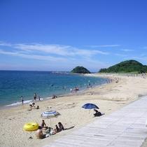 目の前の海水浴場 全長約800mの白砂のビーチ