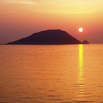 お部屋からの夕陽玄海島をバックにに沈む夕陽は絶景です。