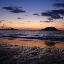 奇跡の夕日 玄海島をバックに神秘的な夕日を眺めることができます。