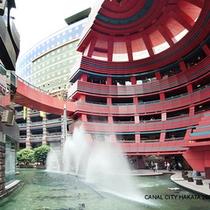 キャナルシティ博多 ショッピングに映画、1日中楽しめます。