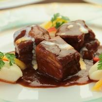 【夕食】肉料理一例