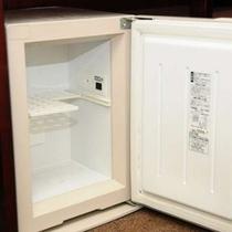 冷蔵庫です。長期のご滞在にも便利ですよね〜。