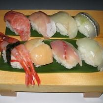 八種の新鮮なネタのお寿司と会席料理プランのお寿司一例