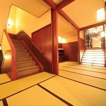 ■【廊下】館内廊下は全て畳敷き!素足で歩く心地よさ、開放感をお楽しみください。