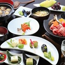 【ご夕食】特選会席膳(イメージ写真)/料理長おまかせでお料理グレードアップ!贅沢な和食会席膳