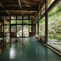 ■八右衛門の湯【内湯】木の温もりが感じられる落ち着いた空間