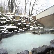 ■八右衛門の湯【露天風呂】冬イメージ。外は寒くても、体は温泉でポカポカです。