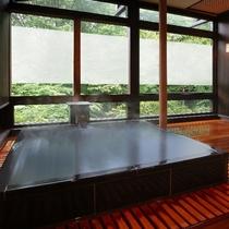 ■貸切風呂【森の恵み湯】御影石の湯船が特徴です(収容人数:3名様) ※有料
