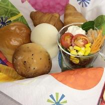 ≪パンの詰め合わせ≫ミニサラダ付で栄養もバッチリ