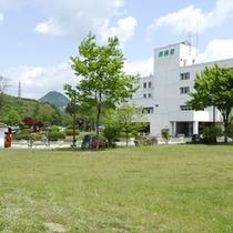 *【外観】茂庭荘から太白山を望む。