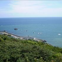 *眺望/水面がキラキラ美しい広大な海が目下いっぱいに広がります。
