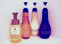 客室バスルーム内のシャンプー類(イメージ)癒しのゴールドアロマの香り