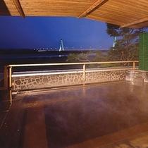 ■展望露天風呂から望む夜景/大浴場湯楽2階