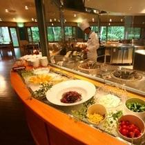 ■十勝ビュッフェ オープンキッチン 新鮮野菜も豊富です