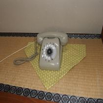 まだジーコジーコ電話使ってます(客室電話)