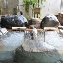 【左の湯】寝湯