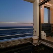 お部屋の露天風呂(海側露天風呂付客室)