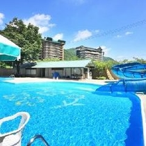 ★夏は目の前の屋外プールが開放されます
