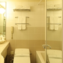 ダブルルーム バスルーム