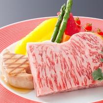 牛とフォアグラの鉄板焼(一例)