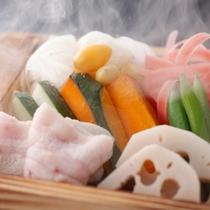 チョコ豚と七運野菜の蒸篭蒸し