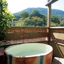 【露天風呂付客室】四季の情景を眺める客室露天風呂(406号室・一例) ※指定はできません