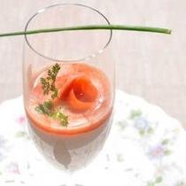 トマトとサーモンのスープ