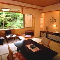 【本館和室】「掘りごたつ」のあるお部屋。本館和室は全室川に面しています。