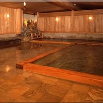 源泉掛け流し大浴場「薬師の湯」