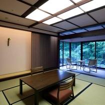 【源泉かけ流し 露天風呂付客室】最上階の眺めの良い、ツインベッドルームと和室が仕切られたお部屋。