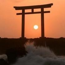 神磯鳥居と日の出