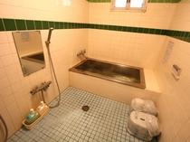 お風呂(館内に2ヶ所あり)