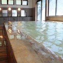 *日帰り温泉「岩岳の湯」/男女別の内湯とサウナがございます。