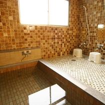 *温泉(女性用)/泉質自慢!冷えた体をよくあたためてくれる塩化物温泉。