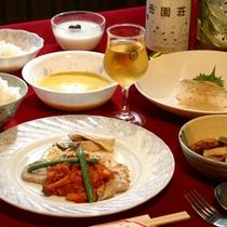 *夕食一例/自家菜園の野菜や旬の地のものを使った和洋メニューをお楽しみに。