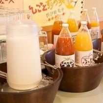朝食 信州リンゴ100%&トマトジュース