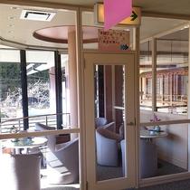 2階レストラン前の喫煙室