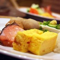 <朝食バイキング>(和食一例)