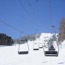 *【スキー場】リフトに乗って頂上まで行こう!