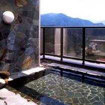 *4階展望露天風呂「明星乃湯」晴れた日には雄大な山々が眺めながら・・・。