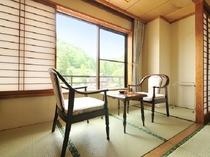 湯端館12畳客室・広縁(一例)