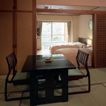 「6畳+ツインベッド」の一例。身体的事情がある場合、お申し付け頂ければ優先的にご用意させて頂きます。