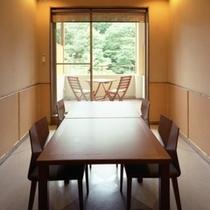 食事処「四季」。露天風呂付き客室にお泊りの方へ、ご夕食をご提供する場所です。ご指定はご遠慮ください。